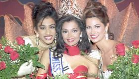 Miss Universe, Chelsi Smith (C) from the US poses